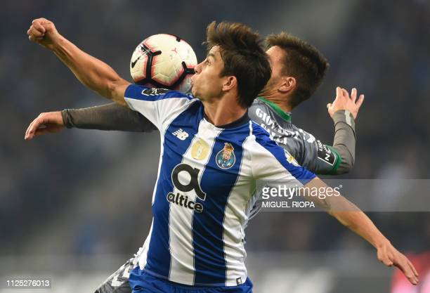 TOPSHOT Porto's Spanish midfielder Oliver Torres vies with Vitoria FC's Portuguese midfielder Nuno Valente during the Portuguese League football...