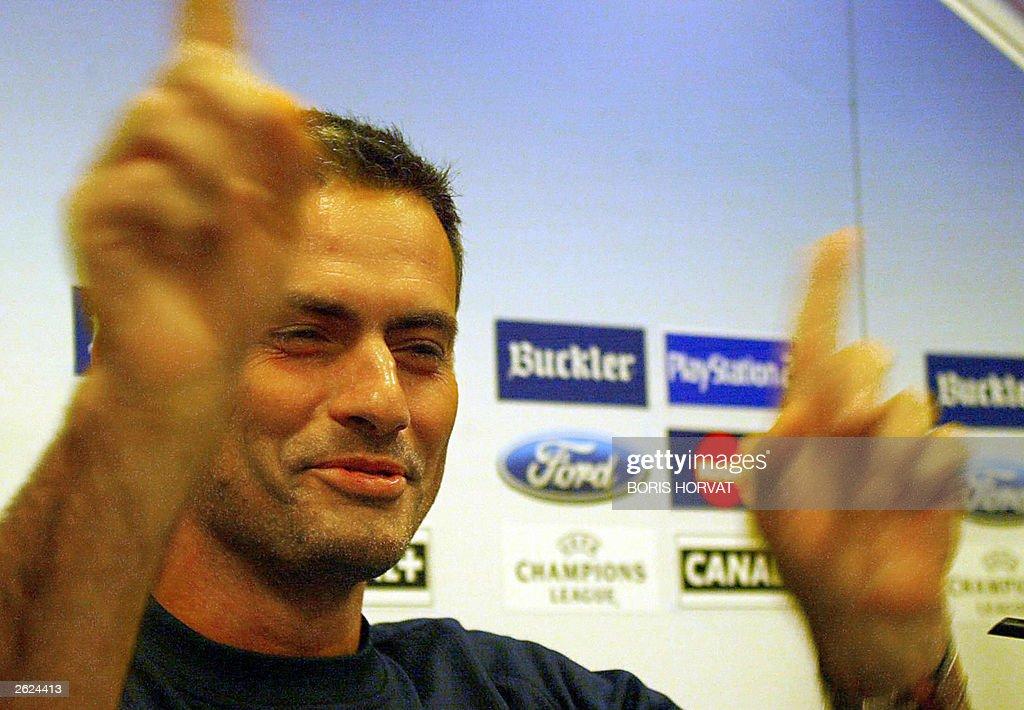 FC Porto's trainer Jose Mourinho gesture : News Photo