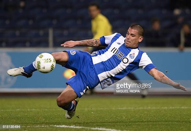 Porto's Uruguayan defender Maxi Pereira kicks the ball to teammate Cameroonian forward Vincent Aboubakar setting up a goal during the Portuguese...