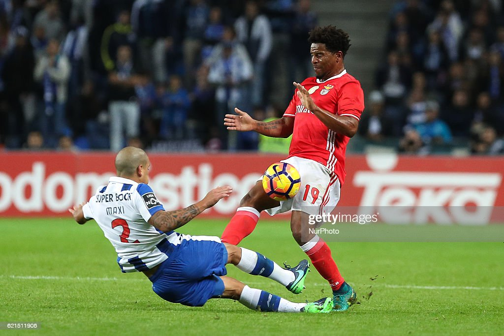 FC Porto v SL Benfica - Premier League 2016/17 : News Photo