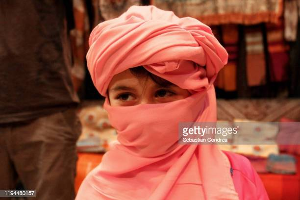 portrait at girl in the market of scarve, smiling on the camera, youth, friendship, religion and culture concept. - イラク ストックフォトと画像
