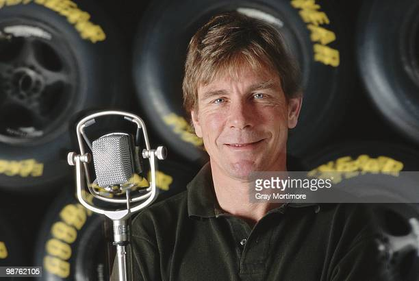 Portrait at the microphone of 1976 Formula One Grand Prix World Champion and tv commentator James Hunt on 29 January 1993 at the Allsport studio in...