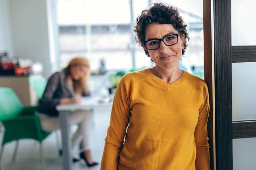 Portrait business women  in the office 919520858