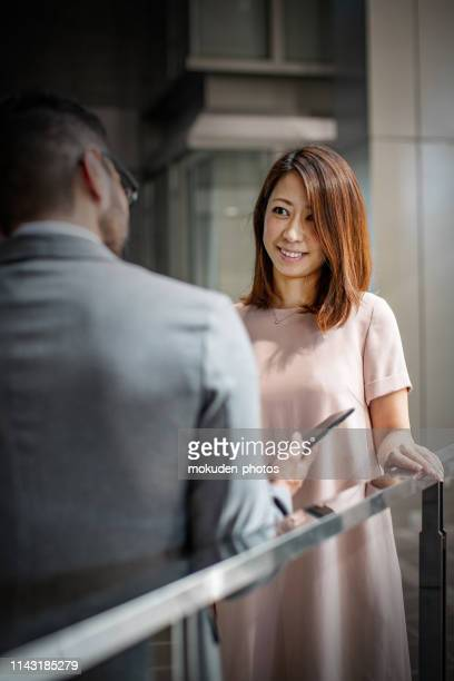 portrait confident businessman in office - 屋内 stock pictures, royalty-free photos & images