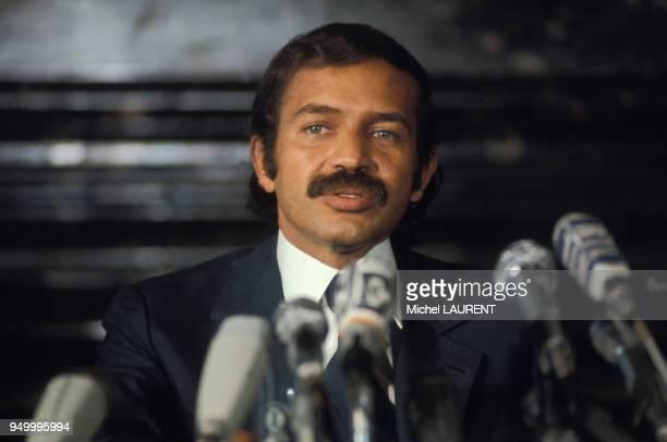 Portrait d'Abdelaziz Bouteflika lors d'une conférence de presse circa 1970 à Paris France