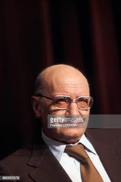 Portrait d'André Frossard journaliste et écrivain en 1976 à Paris France