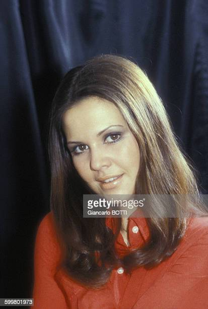 Portrait d'AnneMarie David chanteuse circa 1970 en France