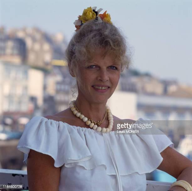 Portrait d'Annette Blier, la veuve de l'acteur Bernard Blier vient de lui consacrer un livre, août 1990, France.