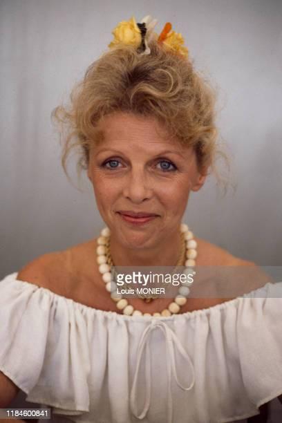 Portrait d'Annette Blier, la veuve de l'acteur Bernard Blier vient de lui consacrer une biographie, août 1990, France.