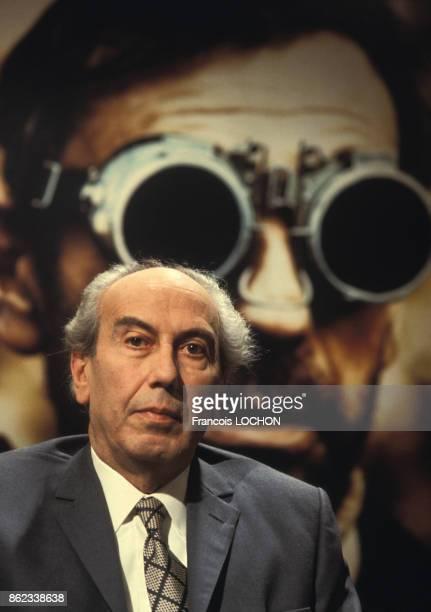 Portrait d'Artur London homme politique écrivain et dissident tchèque lors d'une émission télévisée le 14 décembre 1976 à Paris France