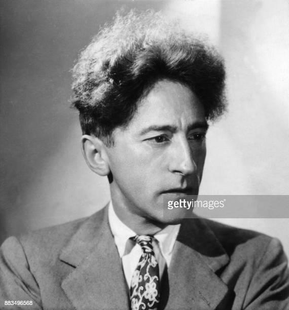 Portrait daté des années 30 de l'écrivain dramaturge et peintre Jean Cocteau / AFP PHOTO / HARCOURT /