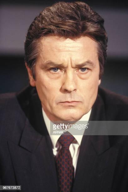 Portrait de Alain Delon lors d'une émission de télévision sur TF1 le 14 mars 1988 à Paris France