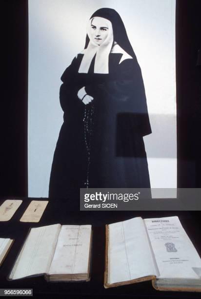 Portrait de Bernadette Soubirous dans le musée Sainte-Bernadette à Lourdes, dans les Hautes-Pyrénées, France.
