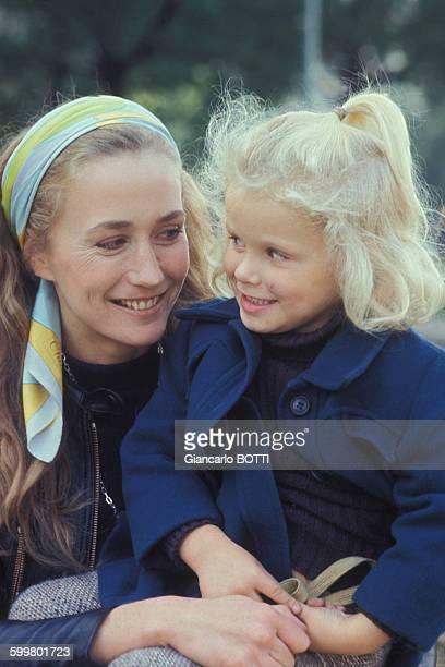 Portrait de Brigitte Fossey et sa fille Marie actrice circa 1970 à Paris France