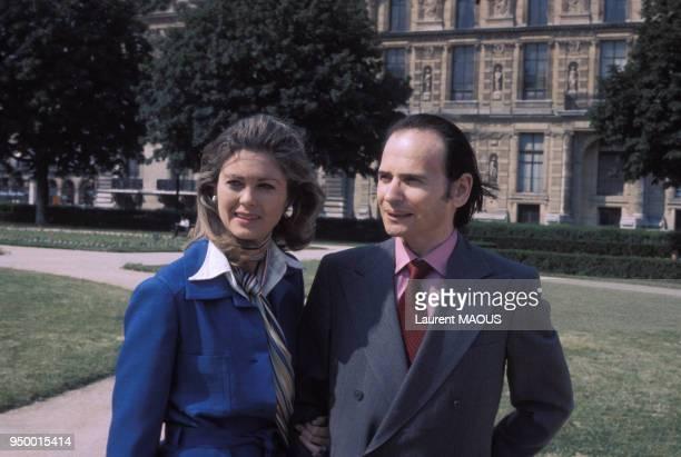 Portrait de Byron Janis pianiste et son épouse Maria Cooper en juillet 1975 à Versailles France