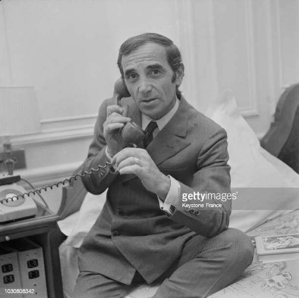 Portrait de Charles Aznavour dans son hôtel à Londres le 21 juin 1968 en GrandeBretagne