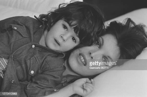 Portrait de Dani et son fils Julien, en 1972.