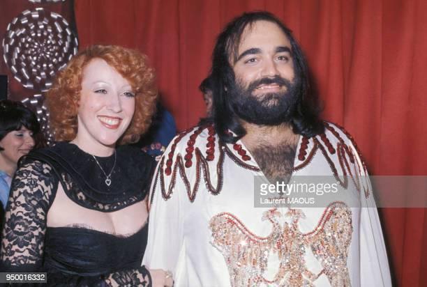 Portrait de Demis Roussos avec son épouse Dominique en mars 1975 en France