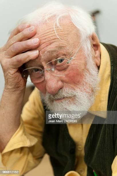 Portrait de Denis Brihat photographe français de nature morte lauréat du prix Niépce en 1957 et professeur de photographie à Bonnieux ici à...