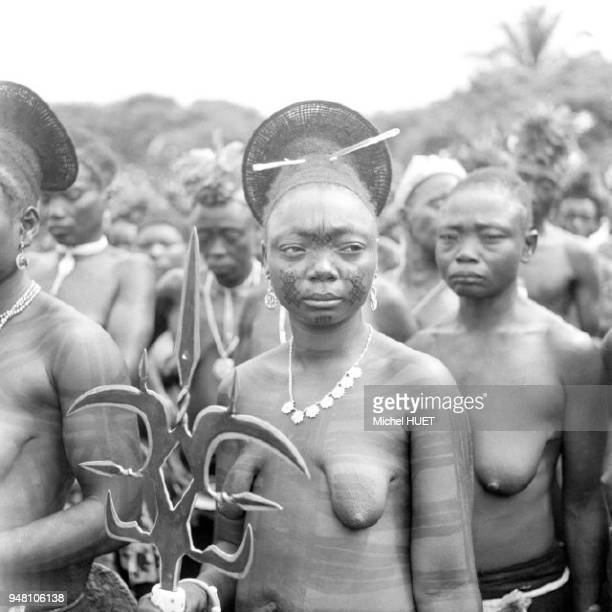 Portrait de femmes mangbetu au Congo vers 1950-1960 Portrait de femmes mangbetu au Congo vers 1950-1960.