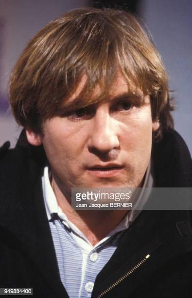 Portrait de Gérard Depardieu sur un plateau de télévision le 5 janvier 1983 à Paris, France.