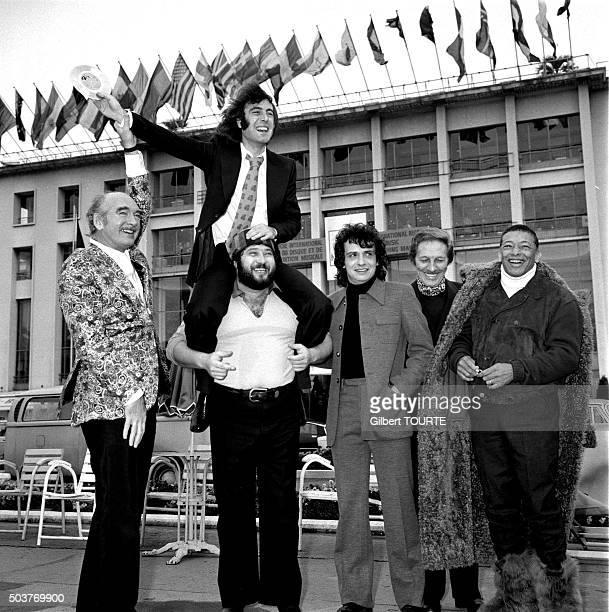 Portrait de groupe avec Eddie Barclay Michel Sardou Michel Delpech Jean Sablon Henri Salvador Carlos au Midem 1972 en France en 1972