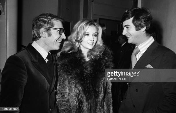 Portrait de Jean Poiret Caroline Cellier et JeanClaude Brialy lors de la première du spectacle 'Orphée aux Enfers' le 5 décembre 1972 en France