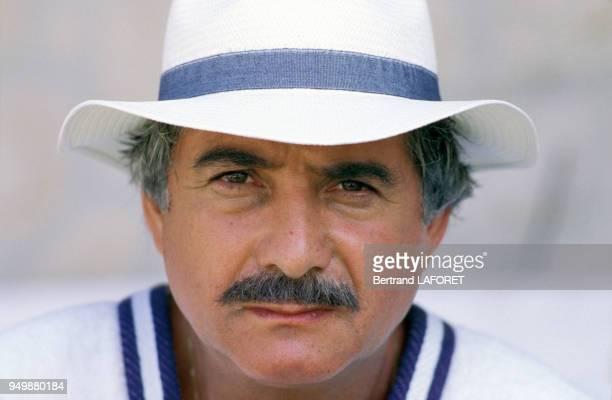 Portrait de JeanClaude Brialy lors du tournage du film 'L'Effrontée' de Claude Miller en juin 1985 France