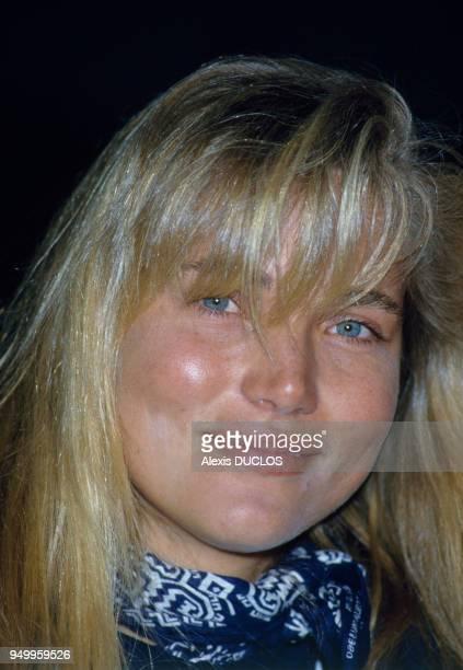 Portrait de Jenna de Rosnay lors du concours international de vitesse de planche à voile le 11 avril 1986 en France