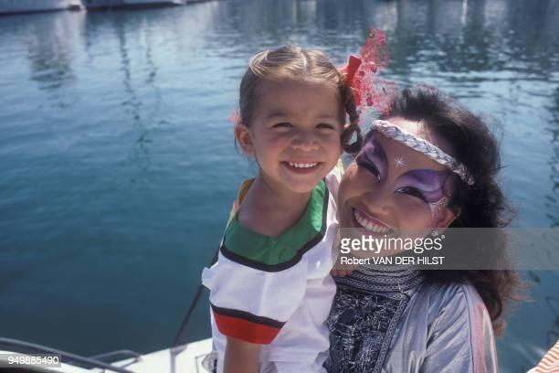 Portrait de la cantatrice sudcoréenne Kimera et de sa fille Mélodie Nakachian en juillet 1985 EtatsUnis