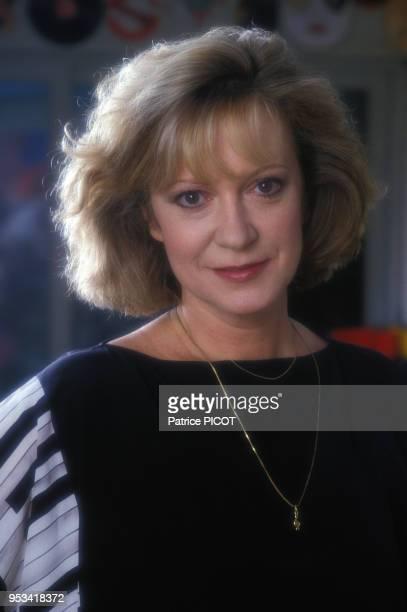Portrait de la chanteuse Alice Dona chez elle en avril 1989 à Paris France