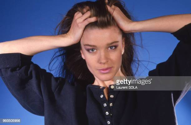 Portrait de la chanteuse Corinne Charby le 24 novembre 1986 à Paris, France.