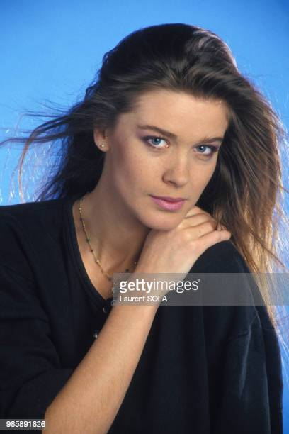 Portrait de la chanteuse Corynne Charby le 24 novembre 1986 à Paris, France.