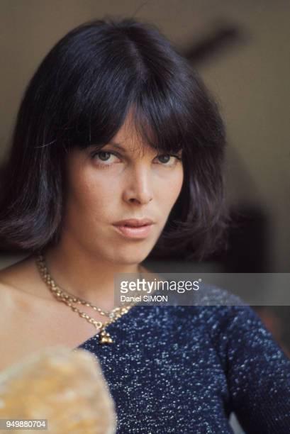 Portrait de la chanteuse Dani chez elle à Paris en juillet 1973 France