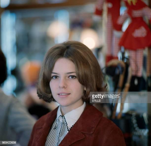 Portrait de la chanteuse France Gall adolescente circa 1960