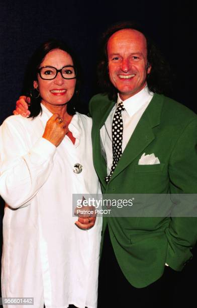 Portrait de la chanteuse Nana Mouskouri en studio d'enregistrement le 2 octobre 1995 en France