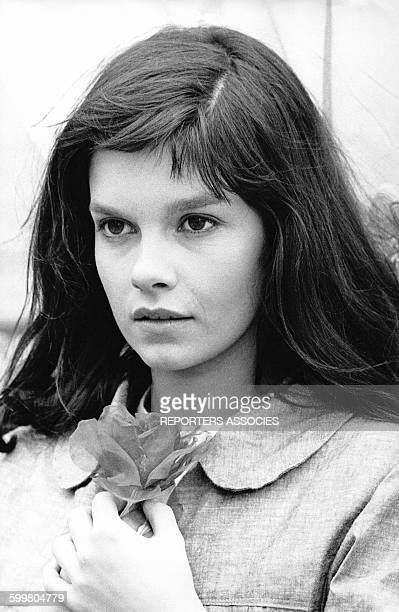 Portrait de la jeune actrice canadienne Genevieve Bujold