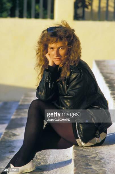 Portrait de la navigatrice Florence Arthaud lors de la 400ème émission télévisée de 'Thalassa' le 9 novembre 1987 à Santorin Grèce
