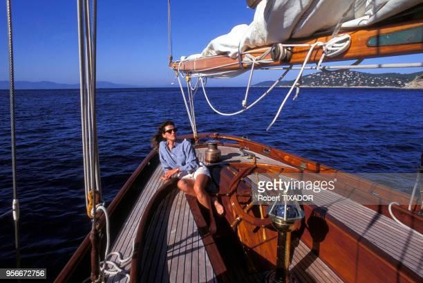 Portrait de la navigatrice française Florence Arthaud au large de l'île de Porquerolles dans le Var France