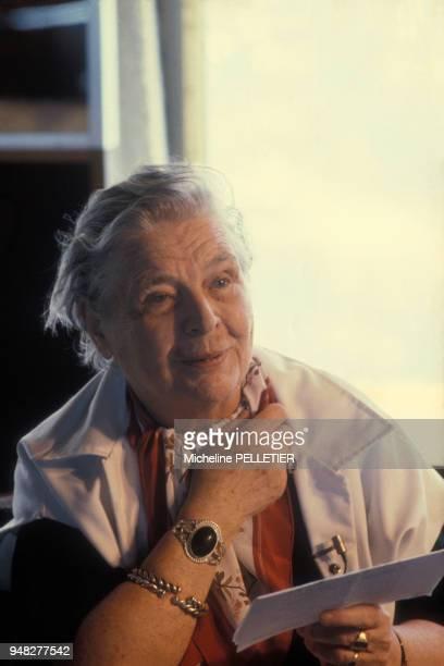 Portrait de la romancière Marguerite Yourcenar circa 1980 en France