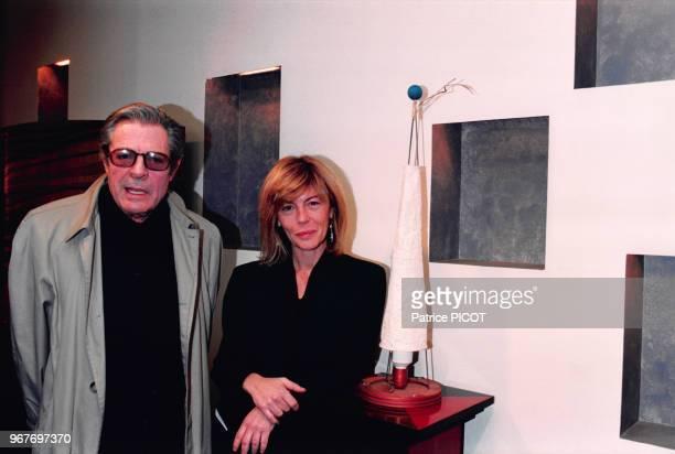 Portrait de la sculptrice Barbara Mastroainni avec son père l'acteur italien Marcello Mastroianni lors d'une exposition de ses oeuvres le 28...