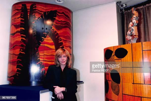 Portrait de la sculptrice Barbara Mastroainni lors d'une exposition de ses oeuvres le 28 septembre 1995 à Paris France