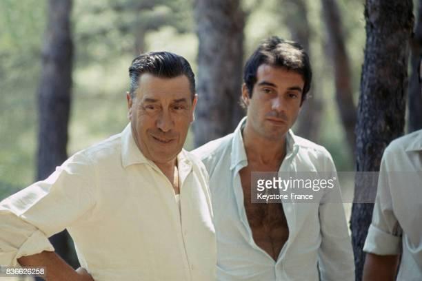 Portrait de l'acteur français Fernandel avec son fils Franck CarryleRouet France 1967