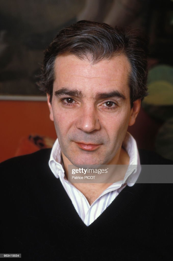 Portrait de l'acteur français Pierre Arditi chez lui à ...