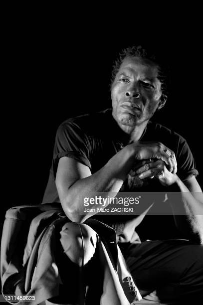 """Portrait de l'acteur ivoirien Isaach De Bankolé dans """" Femme noire """", un spectacle d'après un poème de Léopold Sédar Senghor en hommage à la femme..."""
