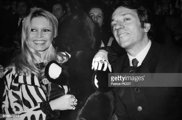 Portrait de l'actrice Brigitte Bardot et de l'acteur JeanPierre Cassel lors de la première du film 'L'Ours et la Poupée' le 5 février 1970