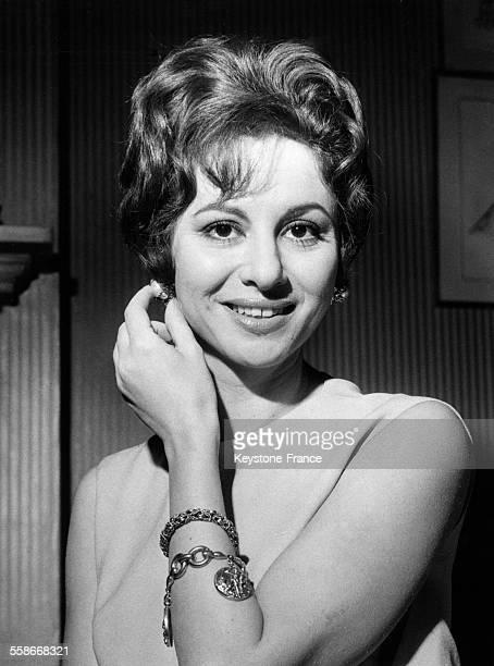 Portrait de l'actrice égyptienne Faten Hamama lors d'une conférence de presse à Londres RoyaumeUni le 22 novembre 1961