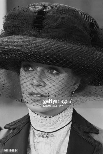 """Portrait de l'actrice italienne Laura Antonelli dans le film """"Mon dieu comment suis-je tombée si bas?"""" de Luigi Comencini en juin 1974, en Sicile,..."""