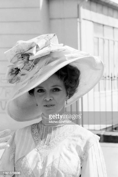 Portrait de l'actrice italienne Laura Antonelli dans le film 'Mon dieu comment suis -je tombée si bas?' de Luigi Comencini en juin 1974, en Sicile,...