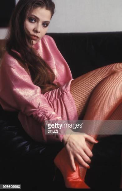 Portrait de l'actrice italienne Ornella Muti chez elle à Rome en 1980 Italie